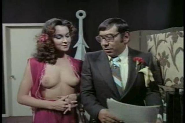 celebritie Adriana Vega 24 years sky-clad photoshoot in the club