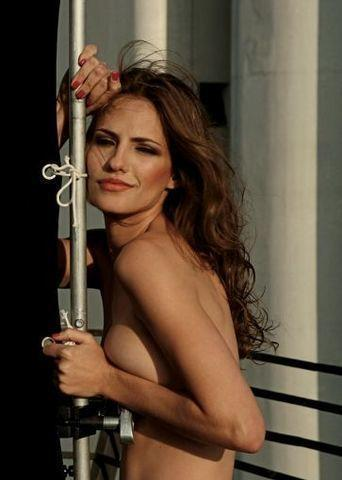celebritie Adriana Veraldi 25 years Without bra photoshoot in the club
