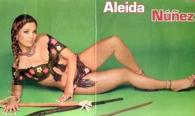 celebritie Aleida Núñez 20 years overt picture in public