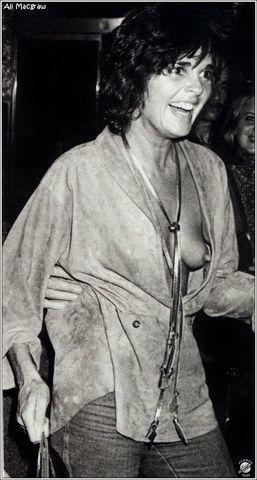 models Ali MacGraw 20 years k naked picture in public