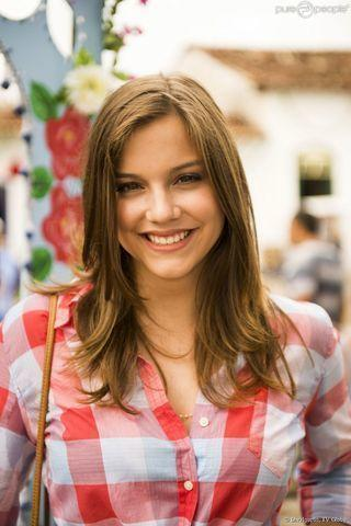 actress Alice Wegmann 18 years Without clothing art in public