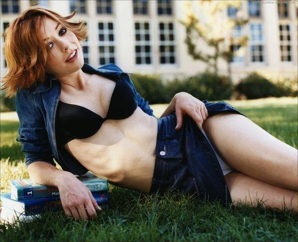 Alyson Hannigan topless photos