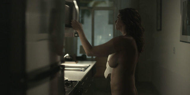 actress Amy Landecker 22 years bare-skinned photoshoot beach