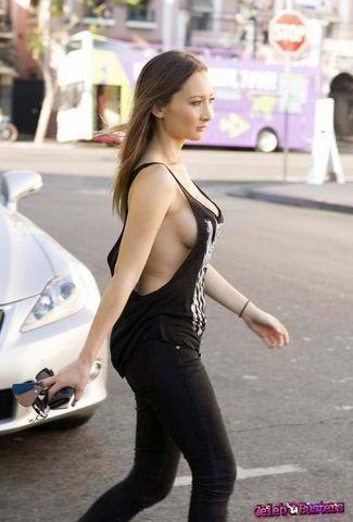 celebritie Amy Markham 23 years Without bra photoshoot in public