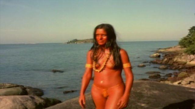 celebritie Ana Maria Magalhães 23 years uncovered picture beach