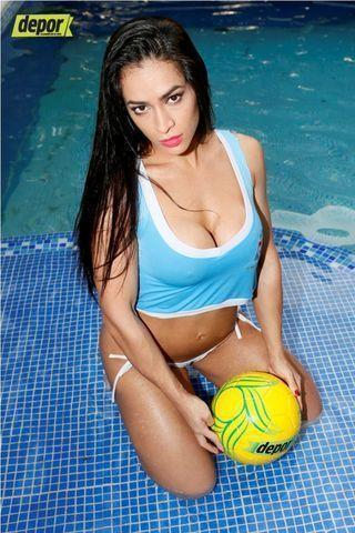 actress Andrea Araujo 23 years swimsuit photos beach