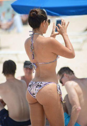 celebritie Andrea Calle 20 years overt picture in public