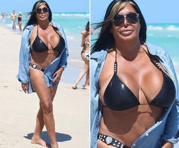 actress Angela Raiola 19 years Without slip photoshoot in the club