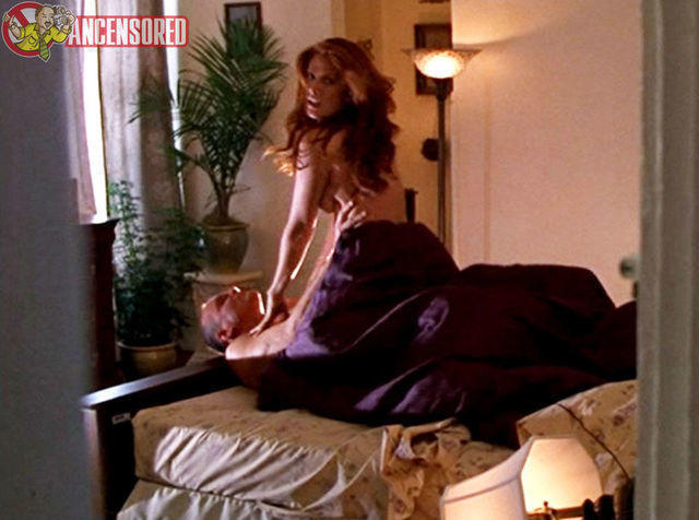 celebritie Angie Everhart 21 years leafless photos home