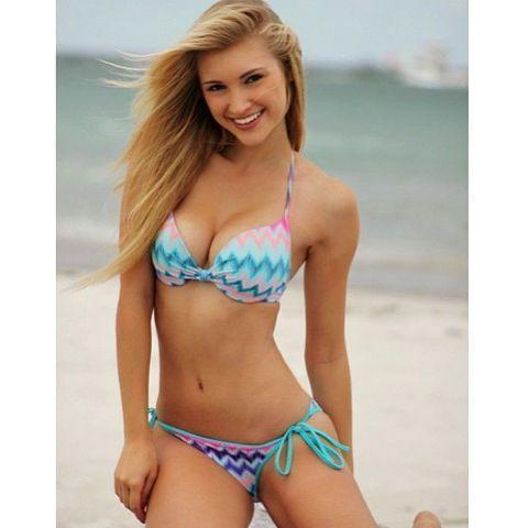 celebritie Anna Faith young provoking photoshoot beach