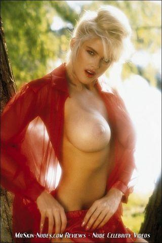 models Anna Nicole Smith young provocative snapshot home