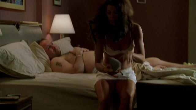 actress Annabella Sciorra 24 years nudity photo in public