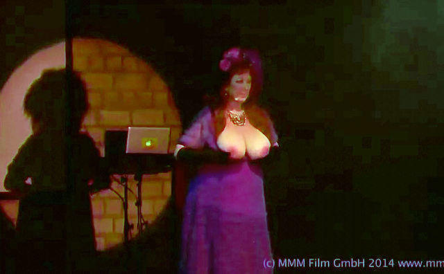 celebritie Annie Sprinkle 21 years nudity photos in the club