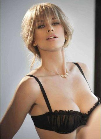 celebritie Aracely Arambula 24 years Without brassiere snapshot in the club