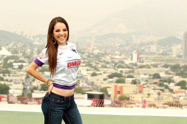 models Arely Tellez 25 years unmasked photos home