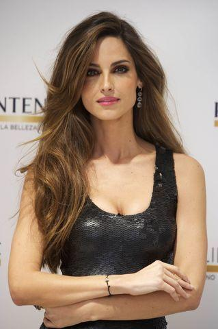 models Ariadne Artiles 18 years Without bra image beach
