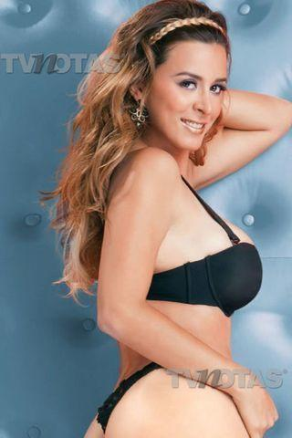 actress Arlene Maciel 2015 lewd image in public
