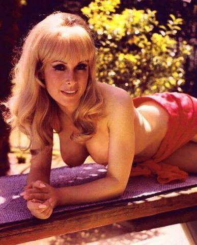 celebritie Barbara Eden 21 years Hottest photography in public
