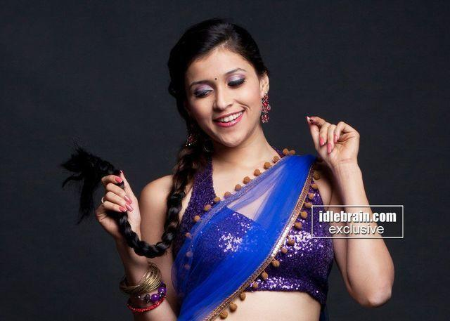 actress Barbie Handa 18 years bosom picture in the club