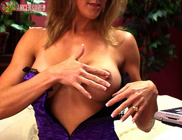 actress Brandi Love 21 years disclosed photo in the club
