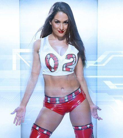 celebritie Brie Bella 22 years mammilla foto home