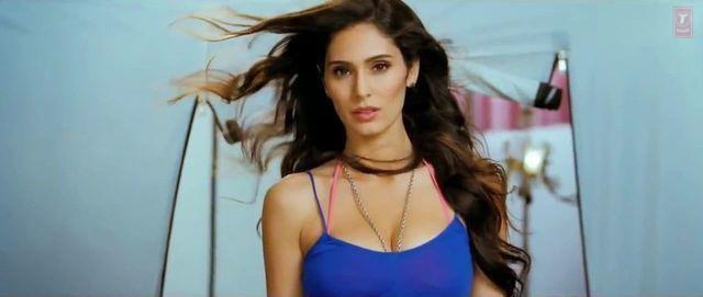 celebritie Bruna Abdullah 24 years indelicate photo in the club