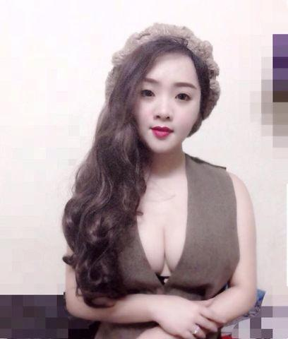 models Cao Giang 21 years undressed snapshot in the club