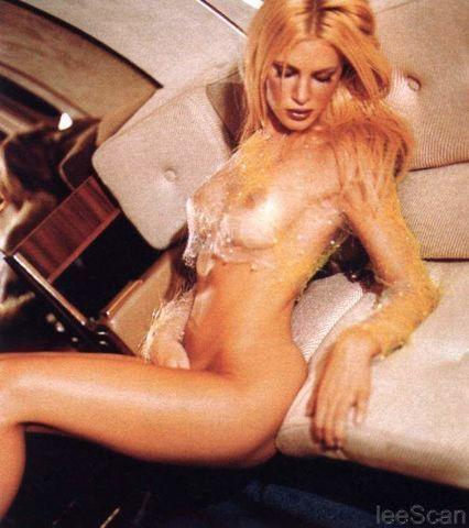 actress Caprice Bourret 22 years Without clothing photography home