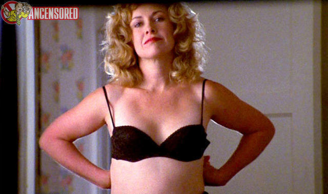 celebritie Catherine Hicks 24 years bare-skinned foto in public