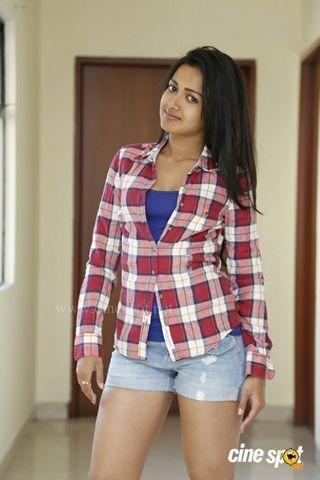 celebritie Catherine Tresa 24 years Without slip foto in the club