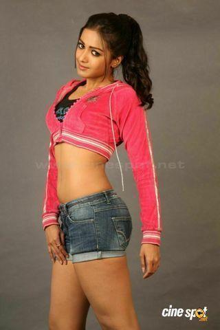 celebritie Catherine Tresa 18 years tits photos in public
