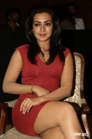actress Catherine Tresa 18 years leafless snapshot in public