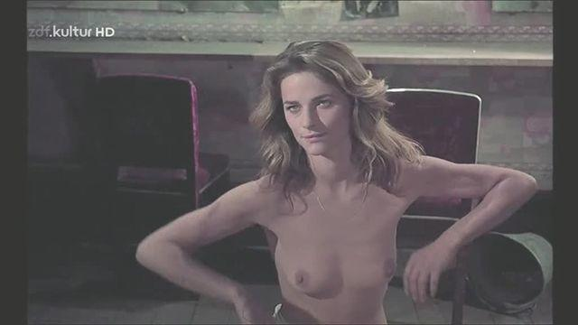 actress Charlotte Rampling 25 years Without bra snapshot home