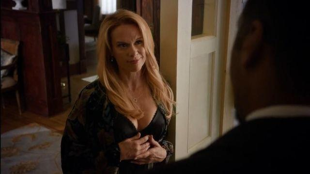 actress Chase Masterson 20 years nude art picture in public