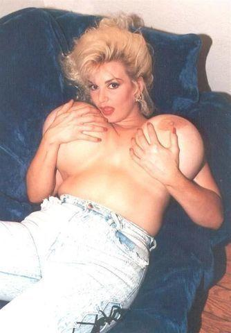 actress Chessie Moore 19 years Uncensored snapshot in the club