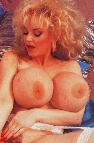 actress Chessie Moore 21 years Uncensored foto in the club