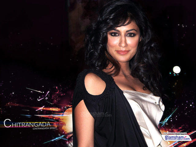 celebritie Chitrangada Singh 22 years barefaced art in the club