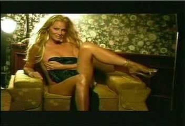 actress Cindy Margolis 23 years sexual foto in public