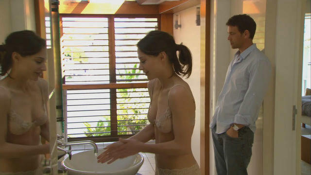 celebritie Claire Forlani 20 years swimming suit pics home