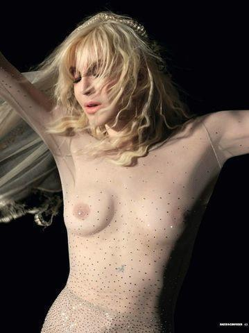 celebritie Courtney Love 22 years hot photos in the club