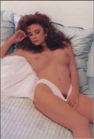 celebritie Cynthia Brimhall 25 years Without brassiere picture in public