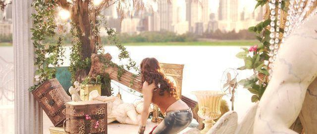 models Daisy Shah 25 years disclosed foto home
