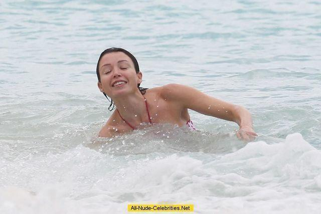 actress Dannii Minogue 25 years lascivious foto beach
