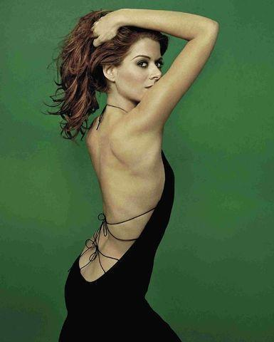 actress Debra Messing 18 years buck naked photo in public