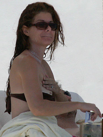 actress Debra Messing 19 years salacious photography beach