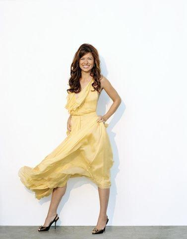 celebritie Debra Messing 18 years in one's skin photo beach