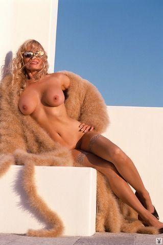 actress Dian Parkinson 20 years buck naked foto in the club