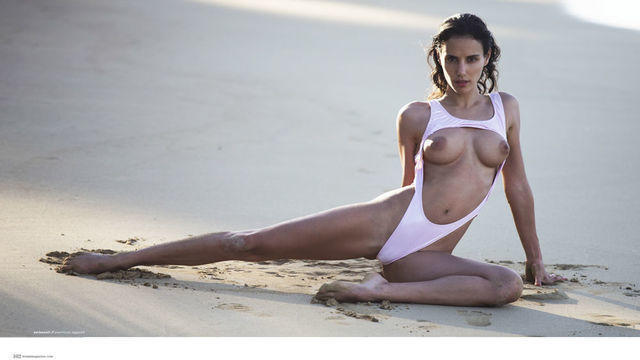 celebritie Elisa Meliani 23 years unclothed photos in public