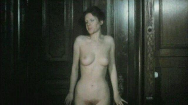 actress Elisabeth Volkmann 22 years Without clothing image in the club