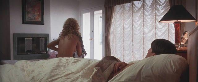 celebritie Elizabeth Berkley 21 years tits snapshot in the club